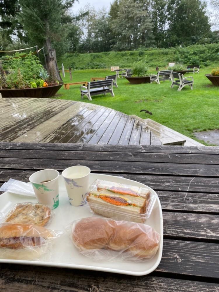【十勝のオススメ】道産小麦100%! エゾリスのやってくるお庭を眺めながら食べるパン